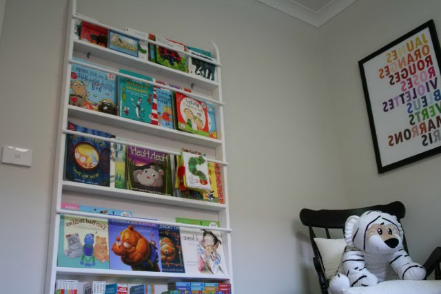 Childrens Wall Mounted Bookshelf