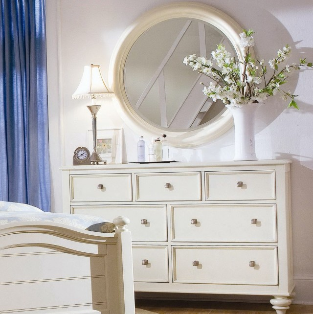 Dressers With Mirrors And Lights