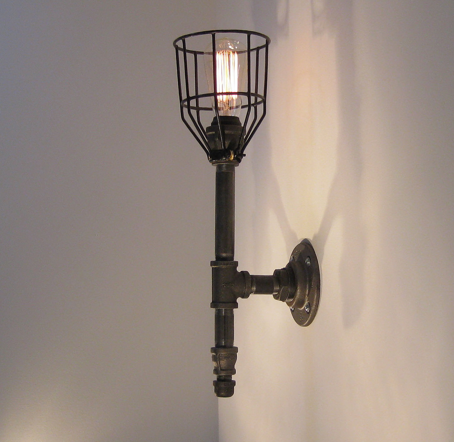 Black Iron Wall Sconces : black iron sconces - www.canuckmediamonitor.org