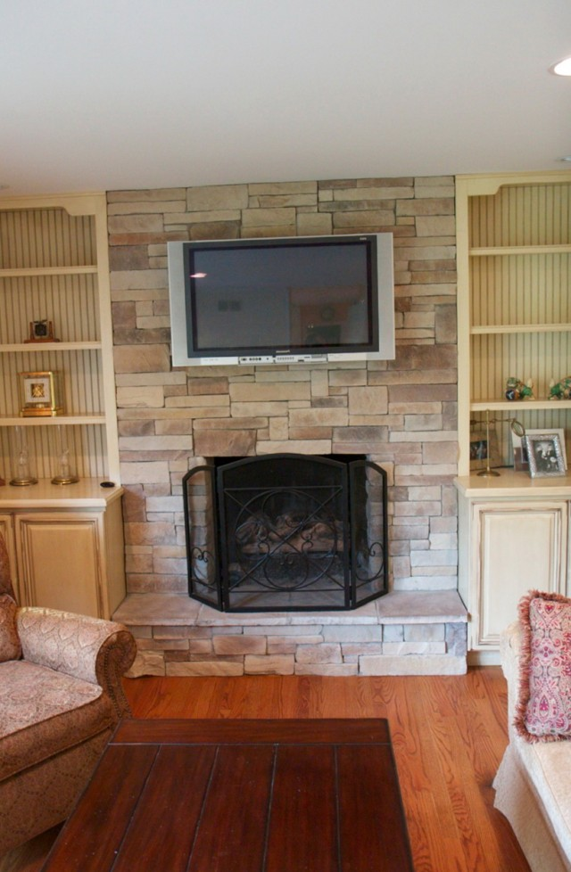 Above fireplace wall decor home design ideas for Decor over fireplace