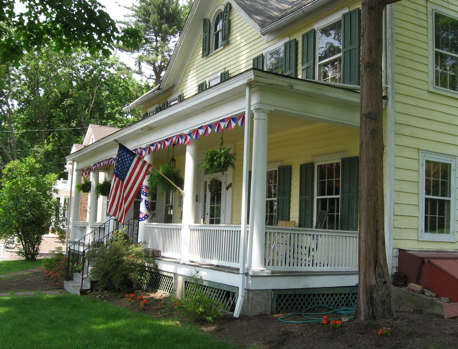 Colonial houses with front porches home design ideas for Colonial porch columns