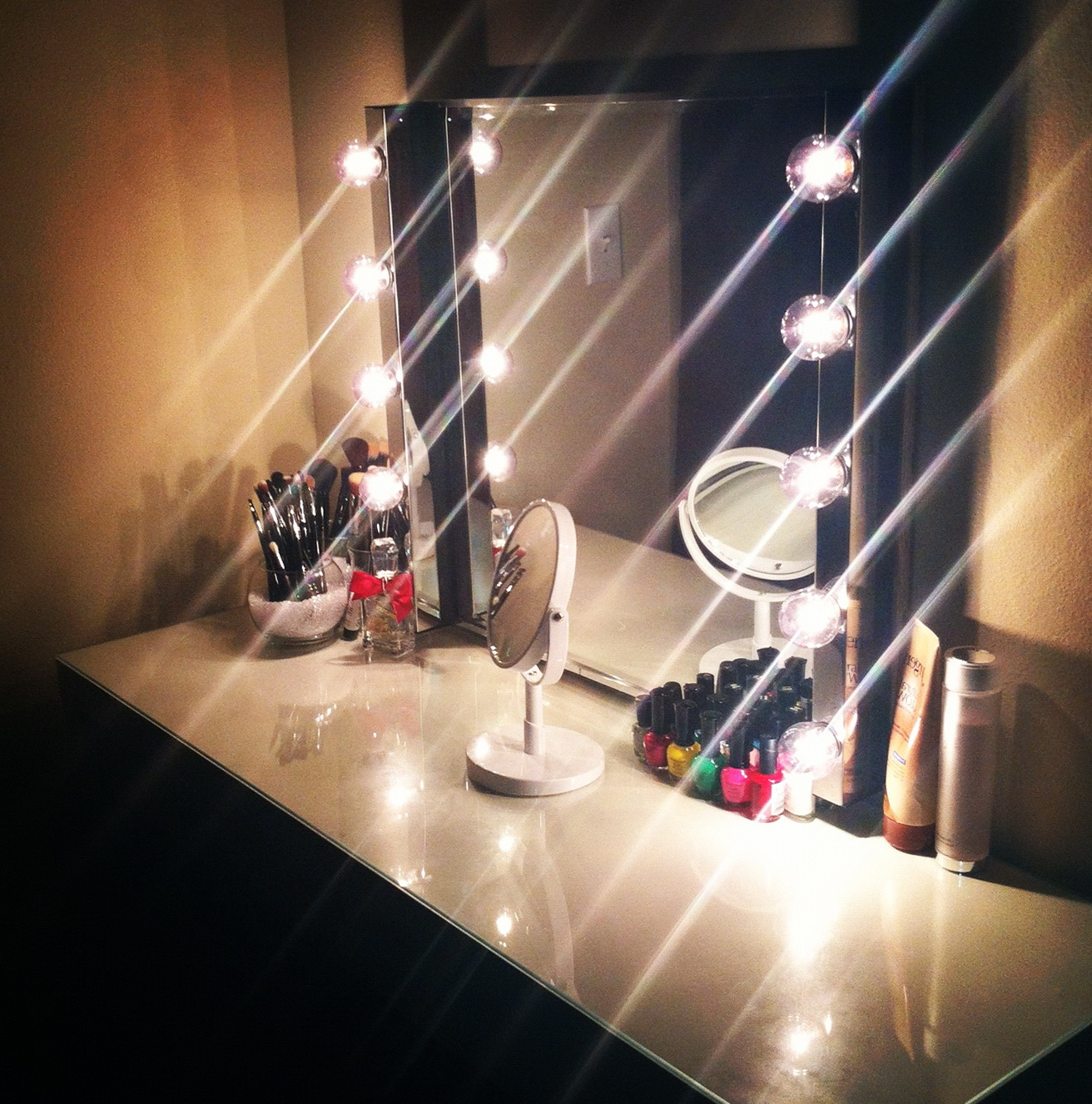 Hollywood Vanity Table With Lights