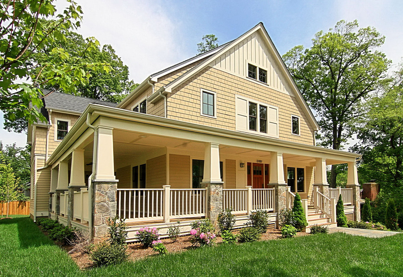 Homes with wrap around porches home design ideas for Homes with porches all the way around