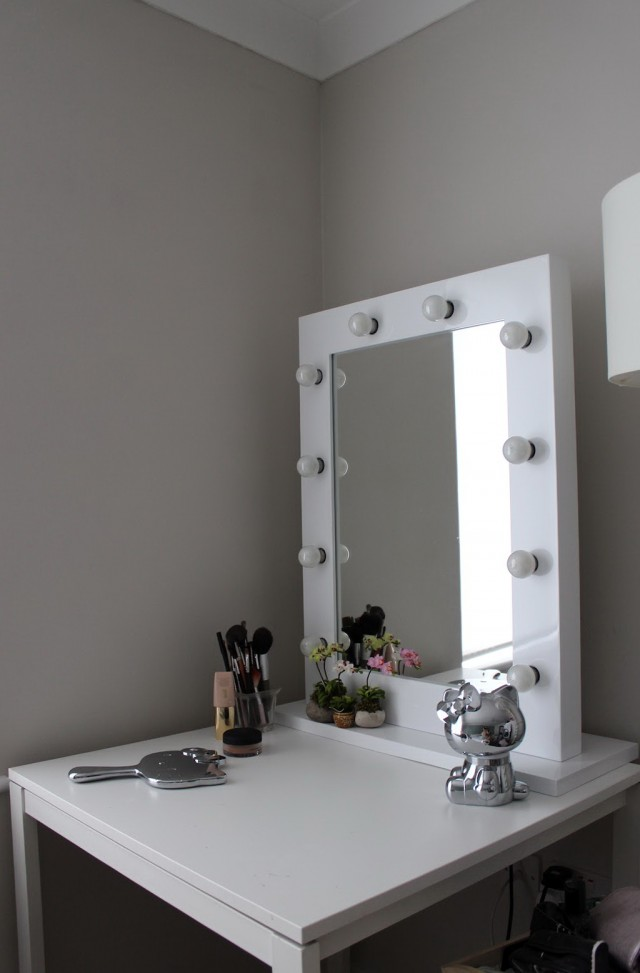 Makeup Vanity Table With Lighted Mirror