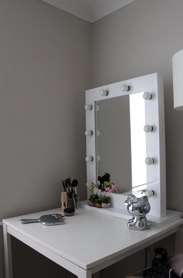 Makeup Vanity Lights Plug In   Home Design IdeasVanity Mirror Lighting   Mobroi com. Plug In Vanity Mirror. Home Design Ideas