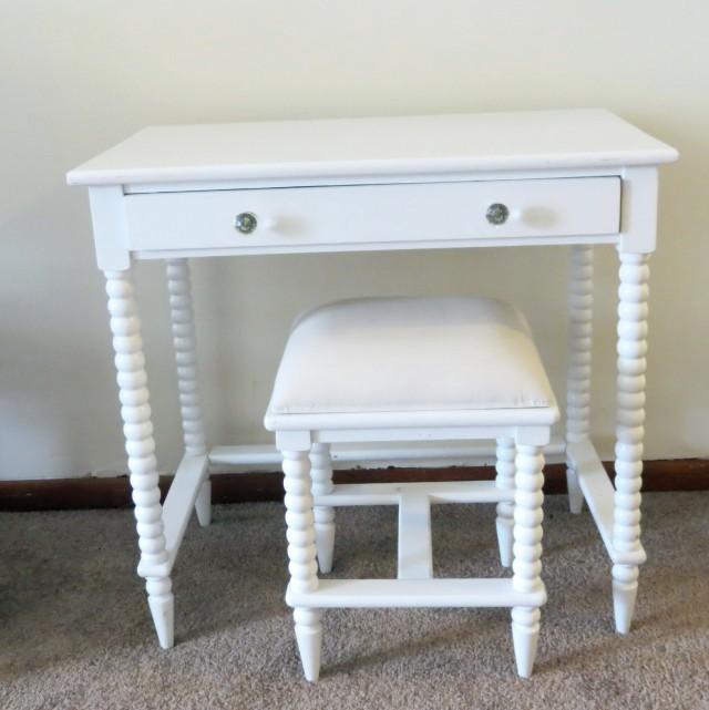 Small Vanity Table No Mirror