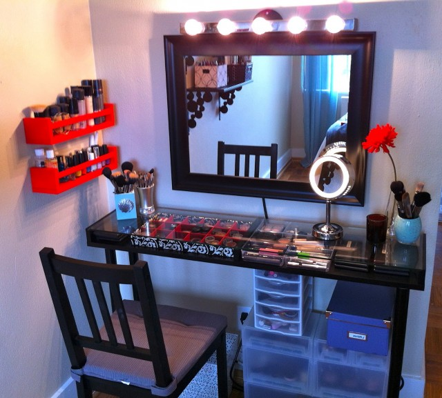 Vanity Set With Lights And Mirror