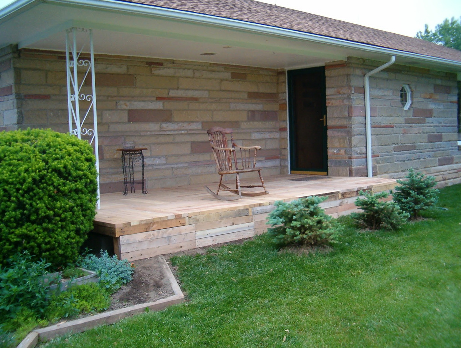Wood front porch steps designs home design ideas for Wooden front porch designs