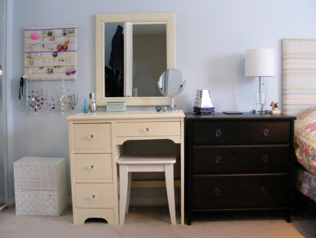 Bedroom Makeup Vanity Furniture