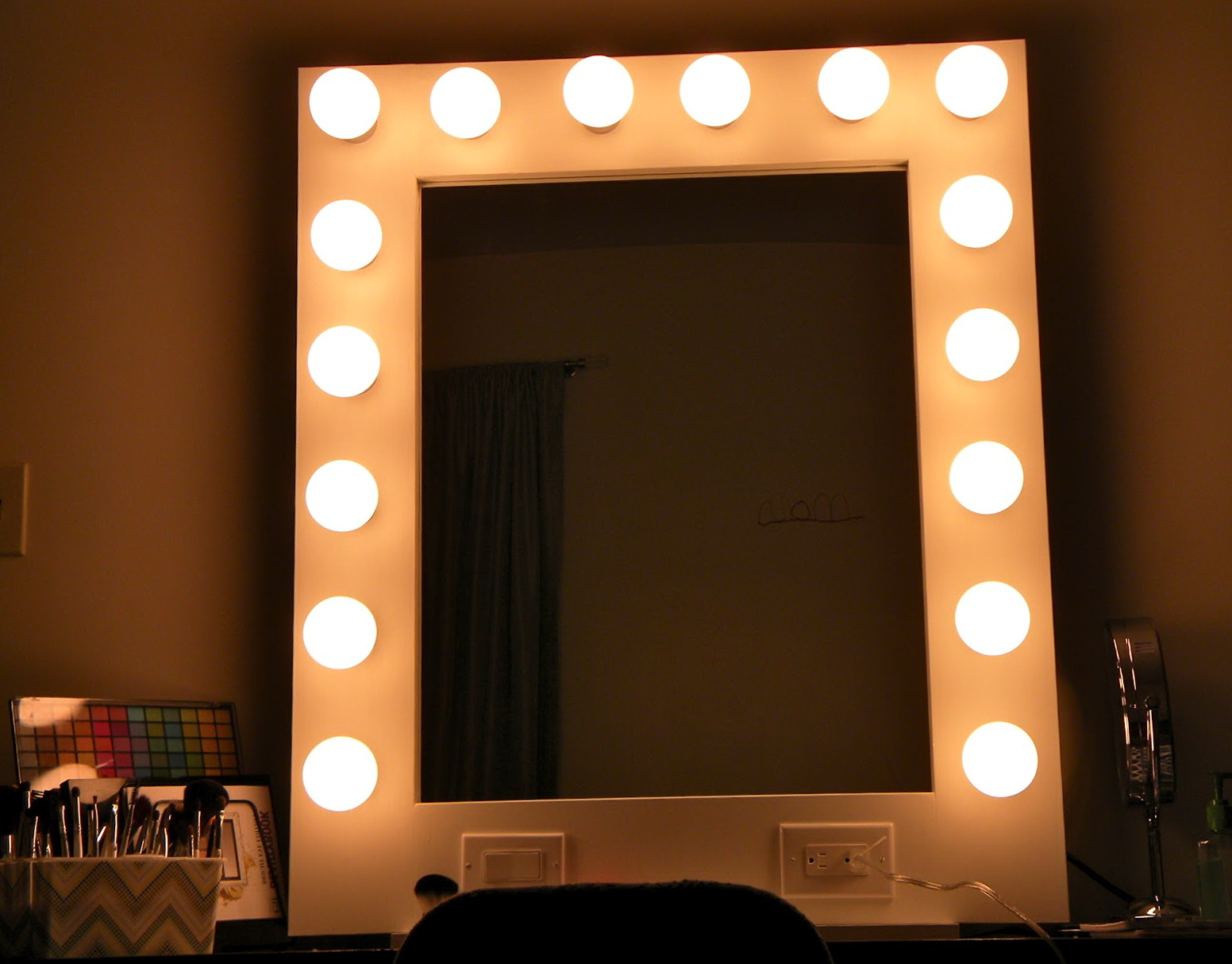 broadway lighted vanity mirror amazon home design ideas. Black Bedroom Furniture Sets. Home Design Ideas