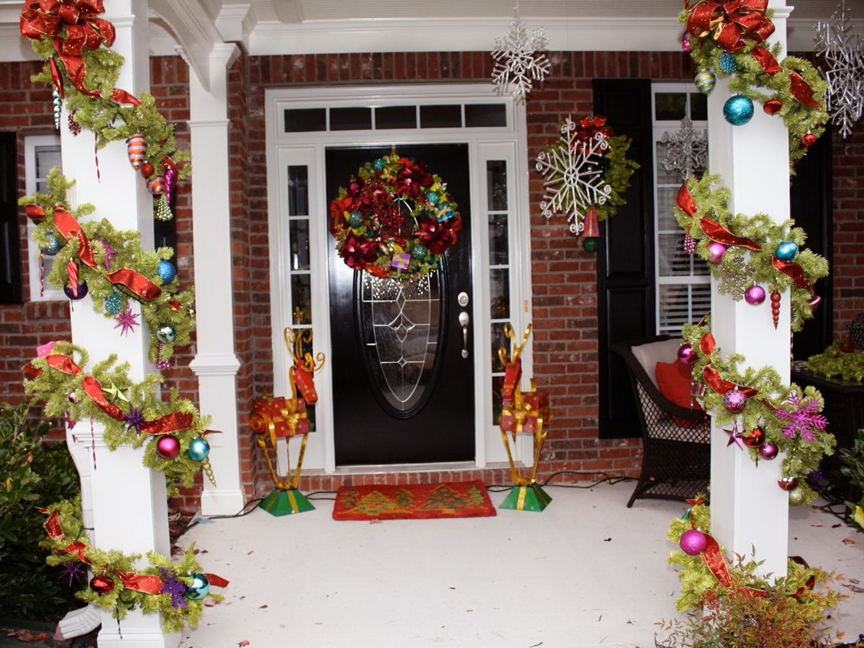 Christmas porch decorating ideas pictures home design ideas for Ideas for decorating balcony for christmas