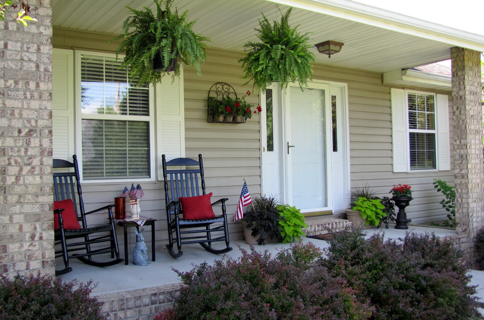 Country porch decorating ideas pictures home design ideas Front veranda decorating ideas