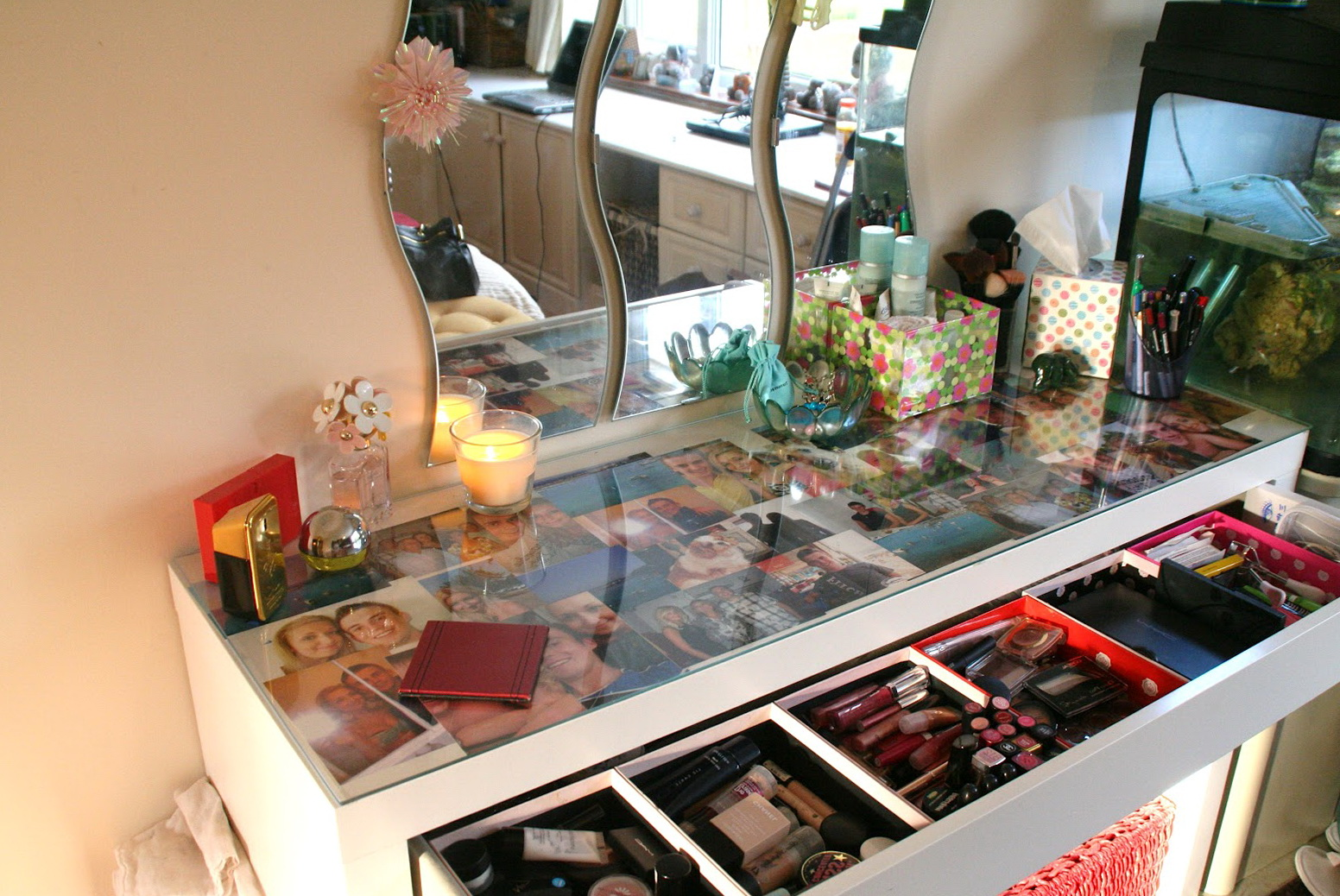 Glass top makeup vanity table home design ideas for Glass makeup table