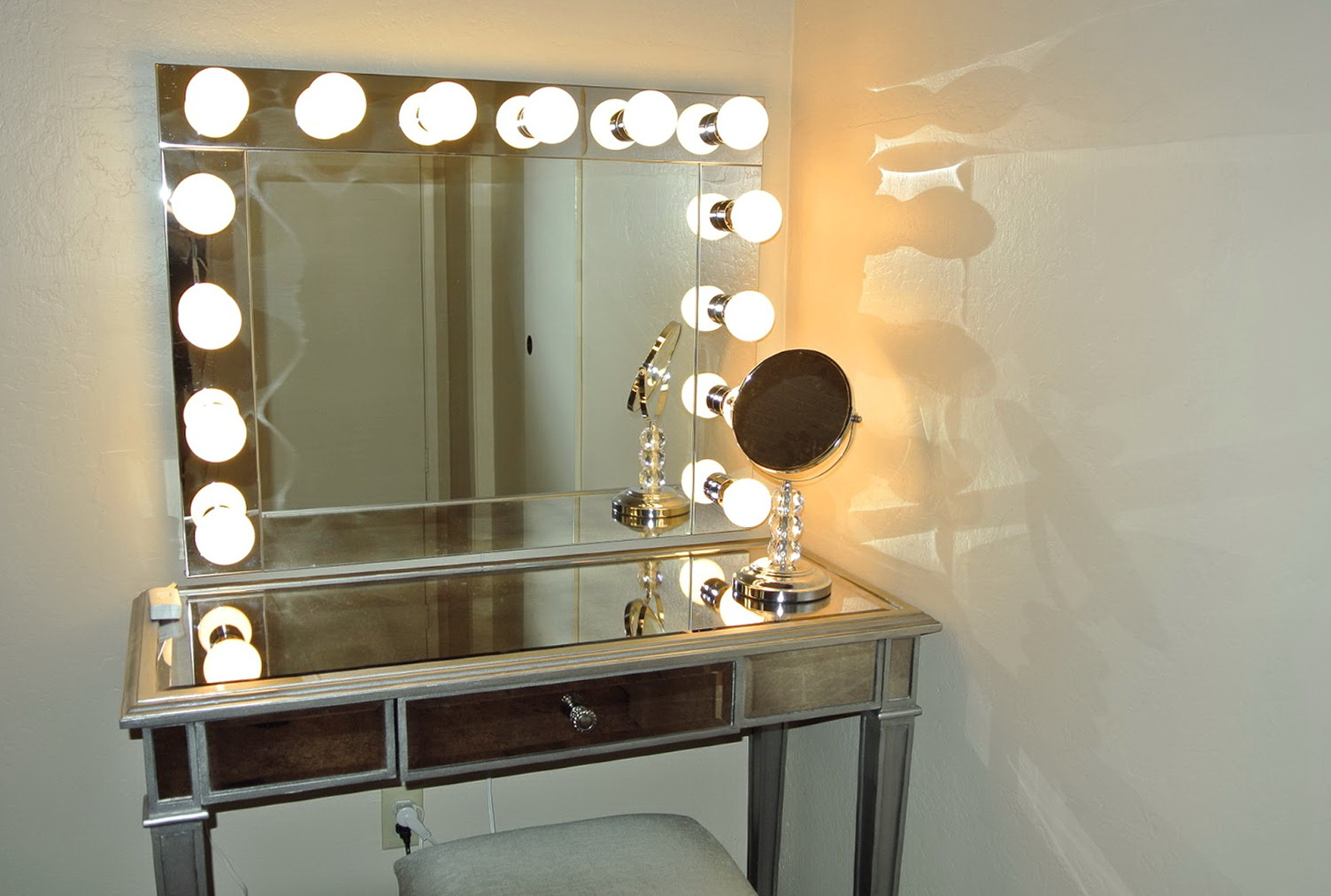 Lighted vanity table with mirror and bench home design ideas for Makeup vanity table and mirror