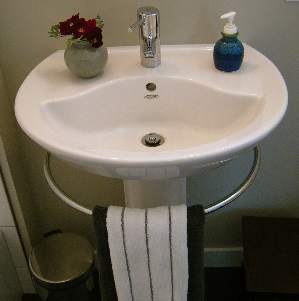 Porcher Pedestal Sink With Towel Bar Home Design Ideas