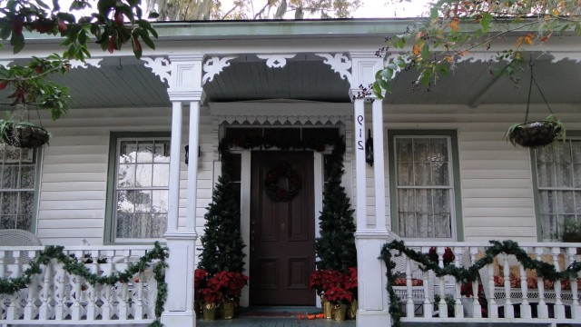 Simple Front Porch Christmas Decorating Ideas
