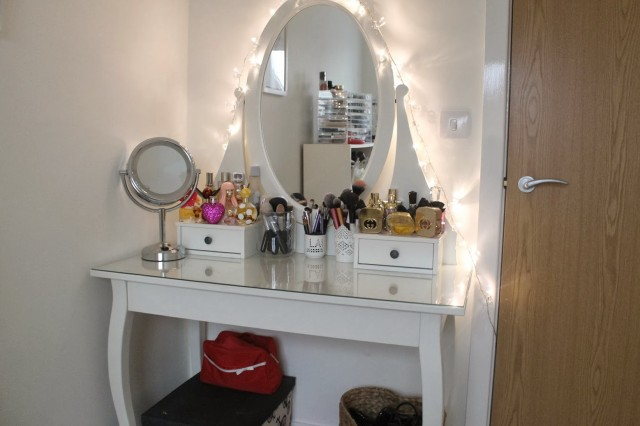 Vanity Table Set With Lighted Mirror