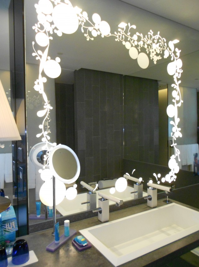 Bedroom Vanity With Lighted Mirror