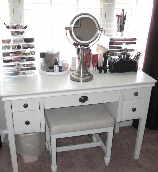 Small Bedroom Vanity Ideas