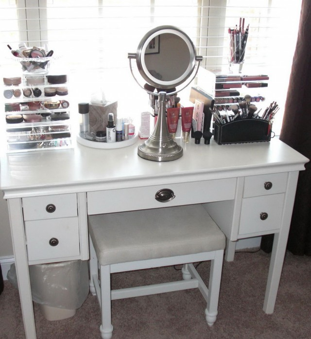 Large Makeup Vanity With Drawers