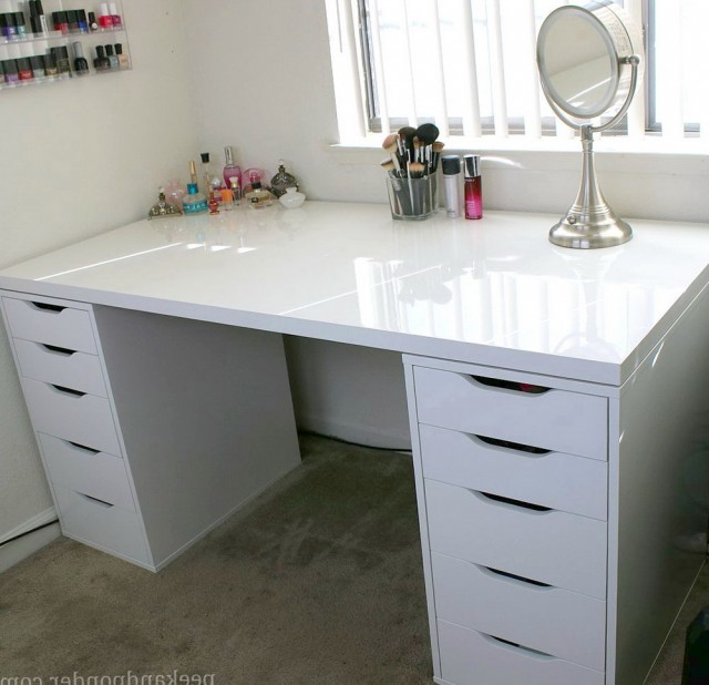 Makeup Vanity With Storage