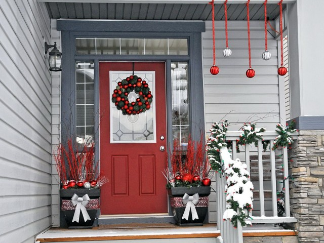 Simple Porch Decorations For Christmas