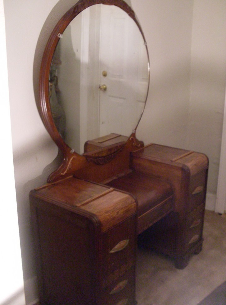 Permalink to 1940's Vanity Dresser With Mirror